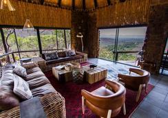 Leopard Mountain Safari Lodge - Hluhluwe - Living room