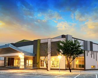 TraveLodge Hotel - Gaborone - Building