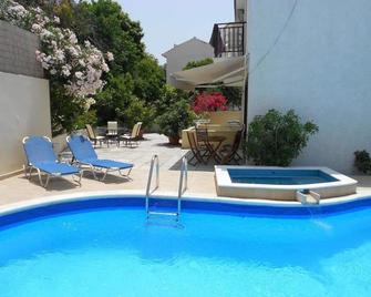 Frini Apartments - Kokkari - Pool
