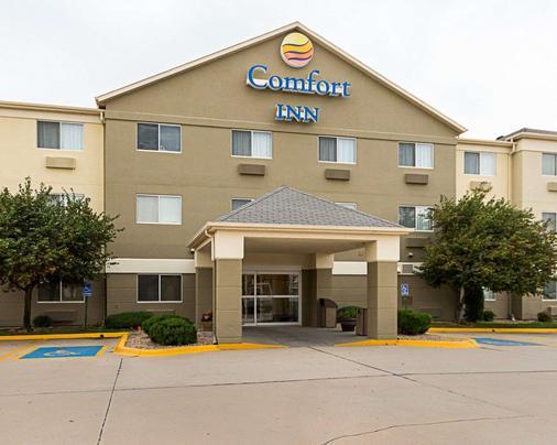 Comfort Inn East - Wichita - Rakennus