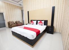 Capital O 540 Esther Hotel - Balige - Habitación