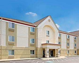 MainStay Suites Cincinnati Blue Ash - Blue Ash - Hotel entrance