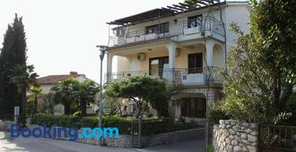 Apartments and rooms with parking space Njivice (Krk) - 408 - Njivice