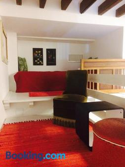 Barrio Boutik Hostal - Alicante - Living room