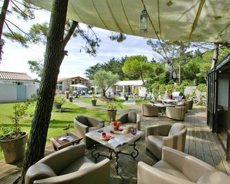 Hôtel Restaurant & Spa Plaisir - Le Bois-Plage-en-Ré - Patio