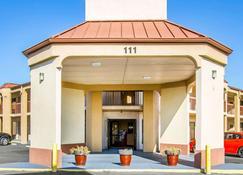 Rodeway Inn & Suites - Clarksville - Edificio