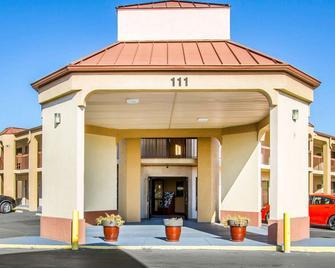 Rodeway Inn & Suites - Clarksville - Toà nhà