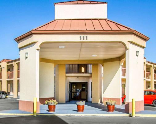 Rodeway Inn & Suites - Clarksville - Rakennus