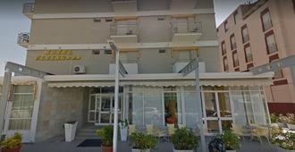 Hotel Flying - Pesaro - Gebäude
