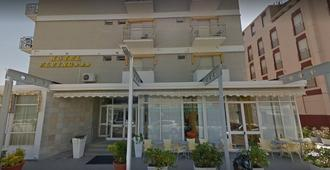 Hotel Flying - Pesaro - Building