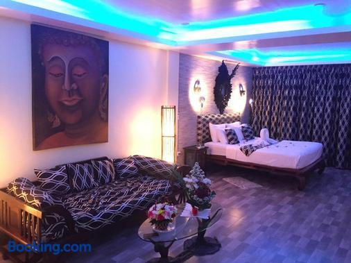 Fong Kaew And Baan Nang Fa Guesthouse - Patong - Bedroom
