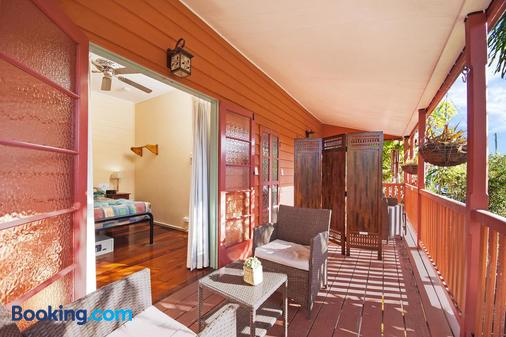 Travellers Oasis - Hostel - Cairns - Balcony