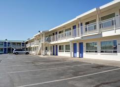 Motel 6 Bend - Bend - Edifício
