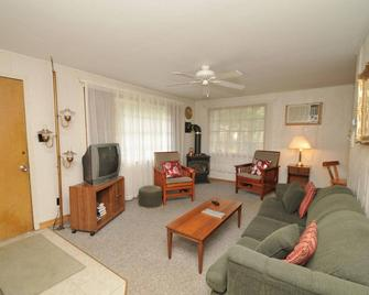 North Shore Cottages - Saugeen Shores - Living room