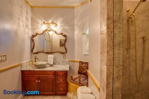 Storybook Riverside Inn - Leavenworth - Bathroom