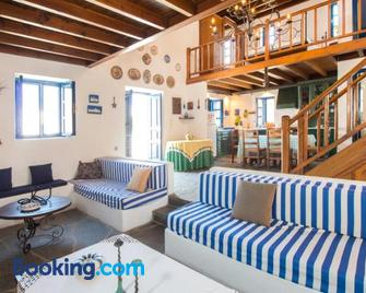 Litsa Holiday Home - Kalathos - Living room
