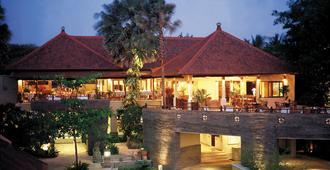 Alamkulkul Boutique Resort Kuta Bali - קוטה - מרפסת