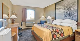 Super 8 by Wyndham Spokane/West - Spokane - Bedroom