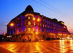 Central Hotel - Плоешти - Здание