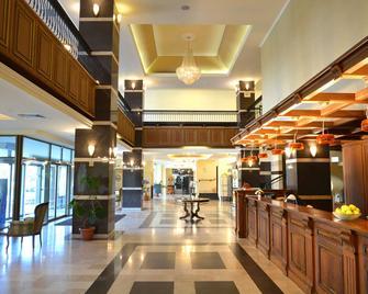 Central Hotel - Плоєшті - Лоббі