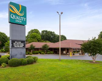 Quality Inn Mount Airy Mayberry - Mount Airy - Building