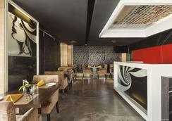 Ramada Encore by Wyndham Bangalore Domlur - Bengaluru - Restaurant