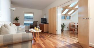 Holyrood Aparthotel - Edinburgh - Living room