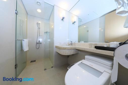 Ocean Suites Jeju Hotel - Jeju City - Bathroom