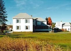 Spruce Lodge Bed & Breakfast & Guest Cottage - Лейк-Плэсид - Здание