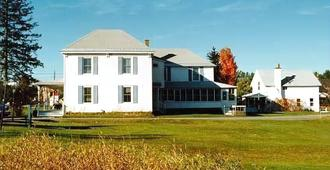 Spruce Lodge Bed & Breakfast & Guest Cottage - Lake Placid - Rakennus