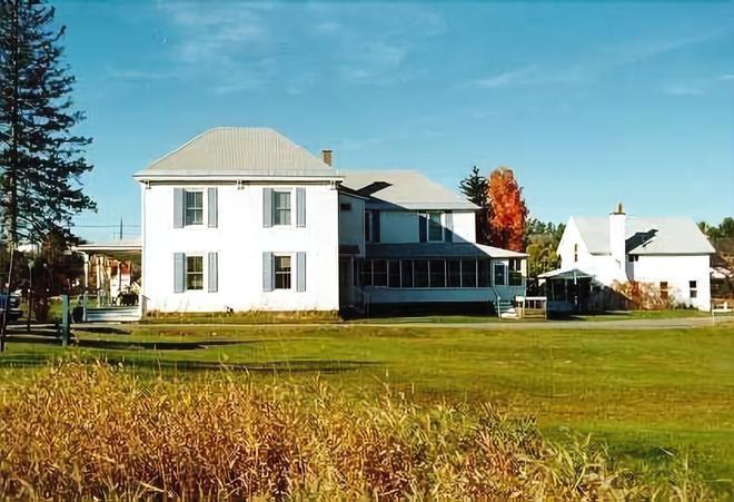Spruce Lodge Bed & Breakfast & Guest Cottage - Lake Placid - Edificio