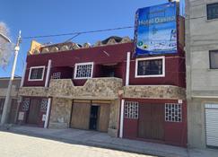 Hotel Oasisa - Uyuni - Building