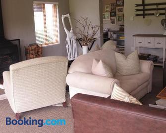 Midlands Forest Lodge - Lidgetton - Living room