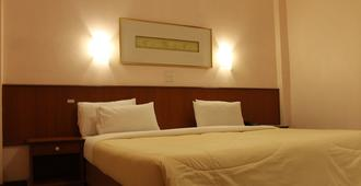 Rattana Park Hotel - פיצאנולוק