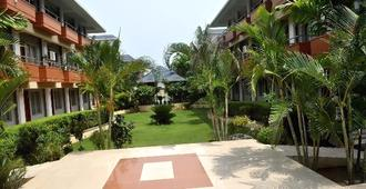 Blue Lily Beach Resort - Puri - Outdoor view