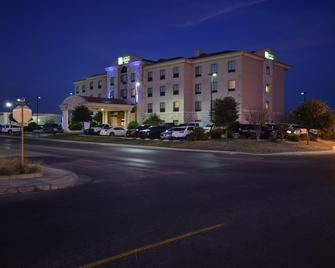 Holiday Inn Express & Suites Del Rio - Del Rio - Building
