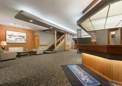 Travelodge by Wyndham Lethbridge - Lethbridge - Lobby