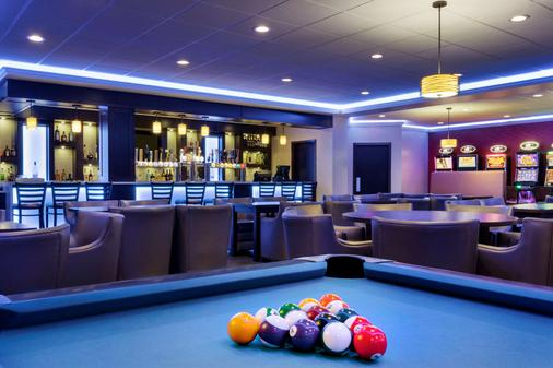 Travelodge by Wyndham Lethbridge - Lethbridge - Bar