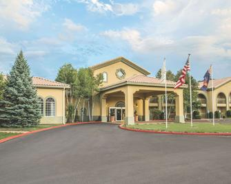 La Quinta Inn & Suites by Wyndham Conference Center Prescott - Prescott - Building