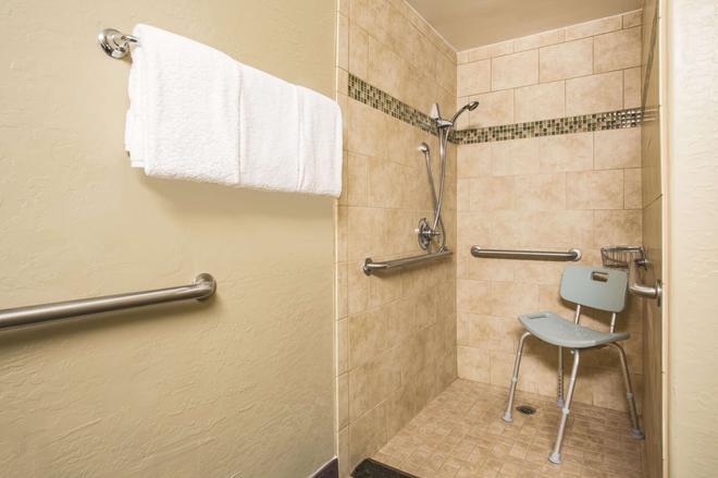 La Quinta Inn & Suites by Wyndham Conference Center Prescott - Prescott - Phòng tắm