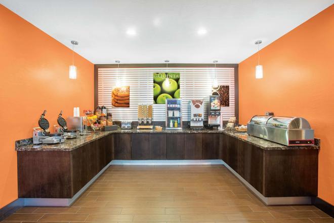 La Quinta Inn & Suites by Wyndham Conference Center Prescott - Prescott - Buffet
