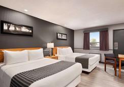 Travelodge by Wyndham Brandon - Brandon - Bedroom