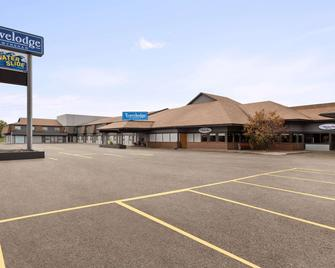 Travelodge by Wyndham Brandon - Brandon - Building