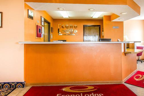 Econo Lodge & Suites - Pekin - Front desk