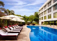 Radisson Blu Plaza Hotel Hyderabad Banjara Hills - Hyderabad - Pool