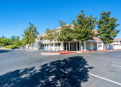 Motel 6 Redding South - Redding - Gebäude