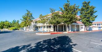 Motel 6 Redding South - רדינג - בניין