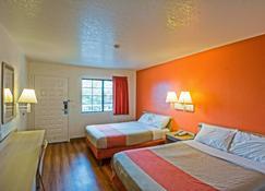 Motel 6 Redding South - Redding - Schlafzimmer