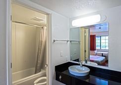 Motel 6 Redding South - Redding - Kylpyhuone