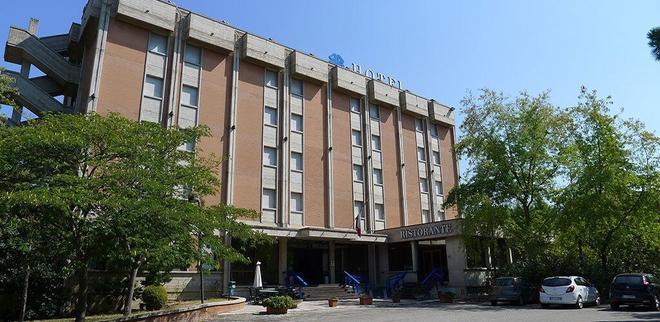 Hotel Grassetti - Corridonia - Building
